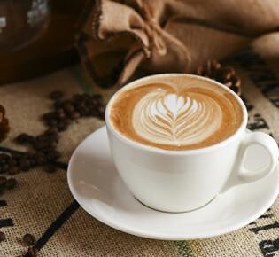 Как делать красивые узоры на кофейной пенке?