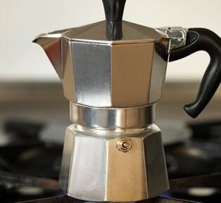 Как правильно пользоваться гейзерной кофеваркой?