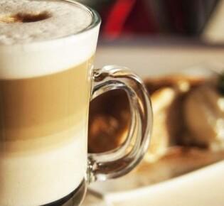 Как приготовить вкусный латте при помощи кофемашины?
