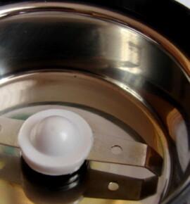Как можно заточить притупленный нож кофемолки?
