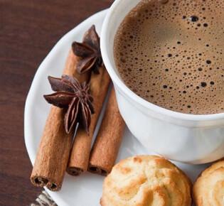 Как приготовить кофе с корицей и в чём его польза?