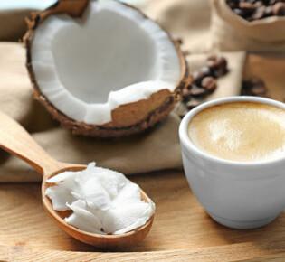 Кофе с кокосовым молоком: 11 полезных свойств и 7 рецептов