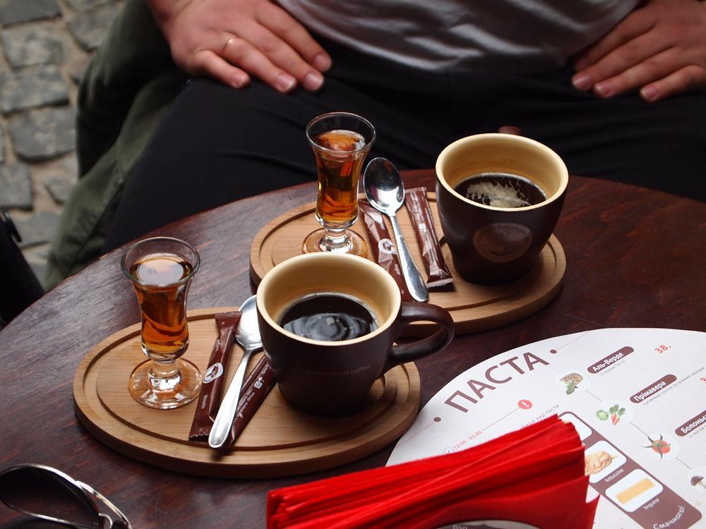 Кофе с коньяком на дружеской встрече