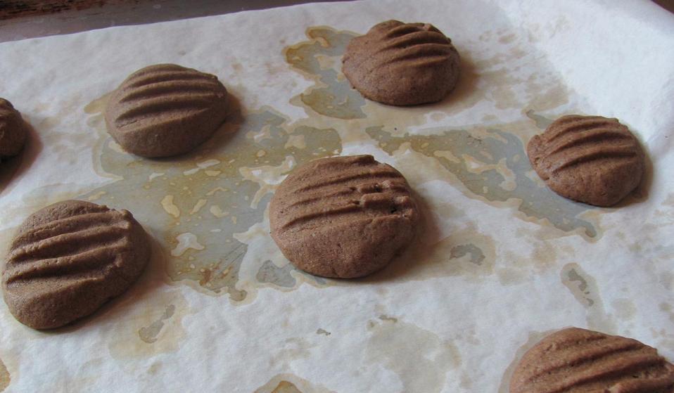 Выпекание печенья в духовке