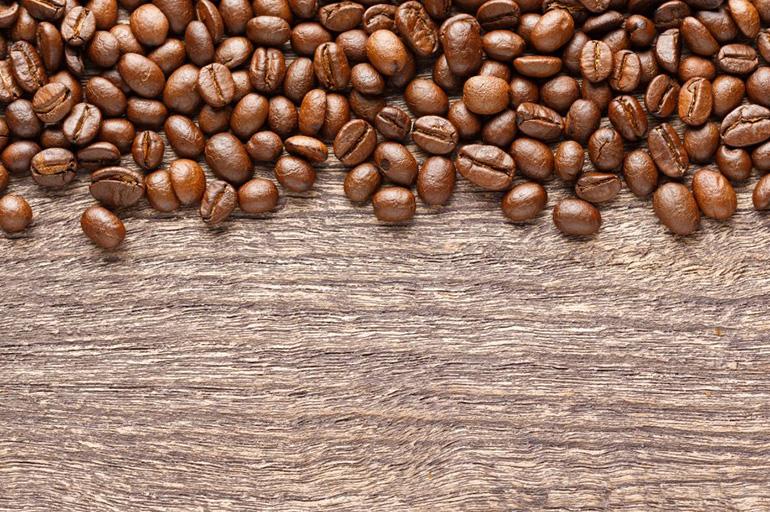 Зёрна кофе на столе