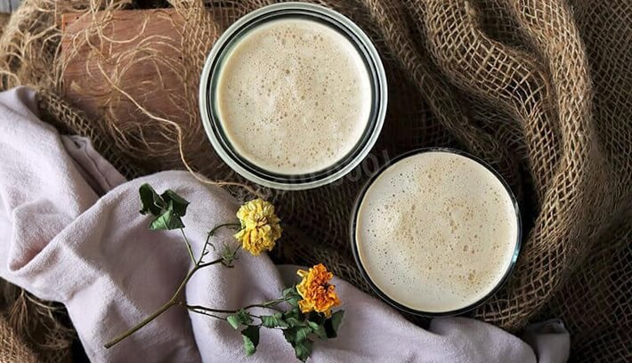 Горячий кофе с перетертой халвой