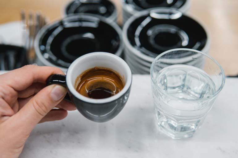Эспрессо и вода
