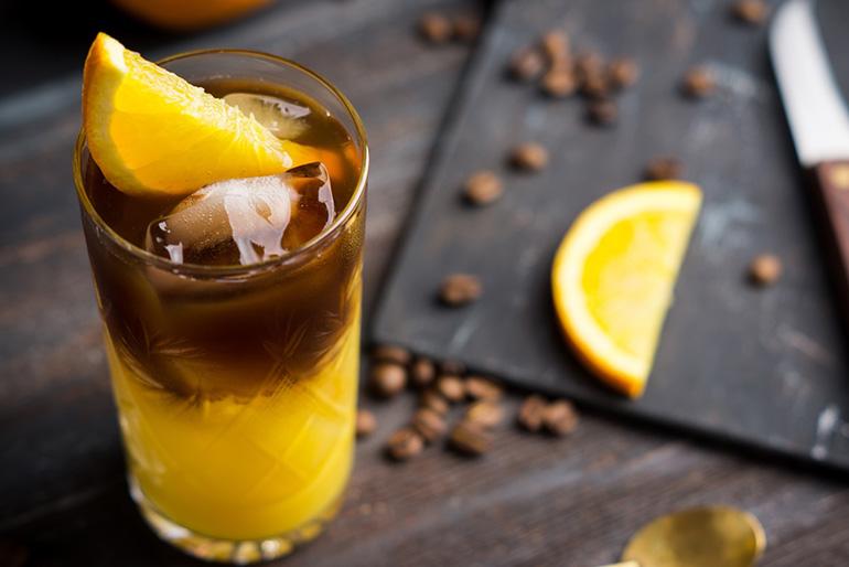 Холодный кофе с лимоном