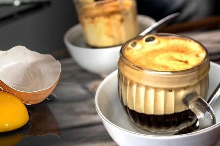 Кофе в стеклянной кружке